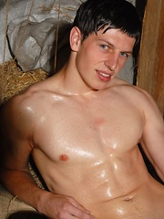 Benedikt is awesome looking young stud, with beautiful grey eyes, sexy face an ripped muscular body